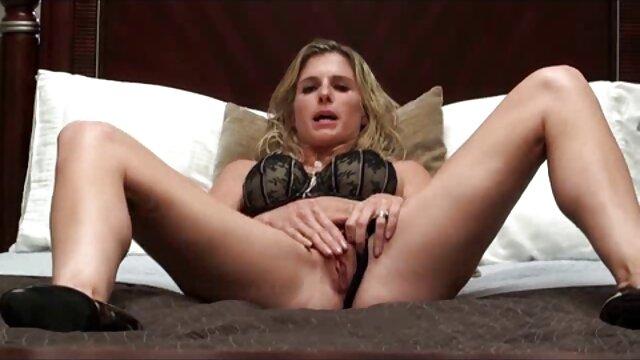 Vera Farmiga nue dans porno de voiture Never Forever (2007)