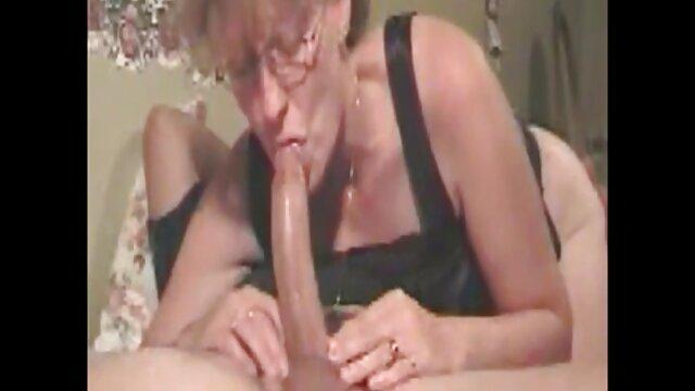 Sonia Gomez nue performance video de sexe dans une voiture