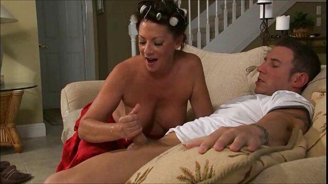Fragile film porno en voiture brunette cutie obtient sa chatte serrée cloué