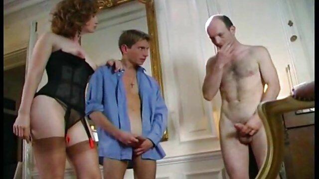 Hot mature aime se faire détruire la chatte par le pénis du jeune étalon film porno dans la voiture