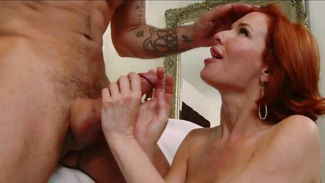 Dyke épaisse capturée partie sexe dans la voitur 2