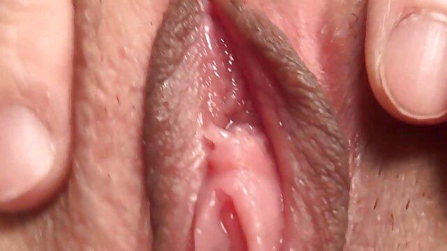 Lina Arian énorme bite rugueuse DAP baille et porno dans la voiture avale sperme GIO1169