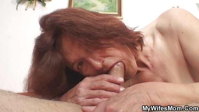 Gros video de sexe dans une voiture seins belle-mère mannequin lingerie