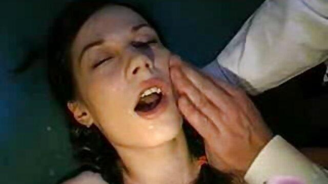 Une femme potelée porno dans les voitures aux archives cocu chevauche un goujon de la BBC