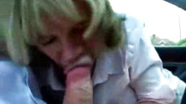 Deux branlette en voiture écolières baisent à trois par un enseignant - Ado amateur